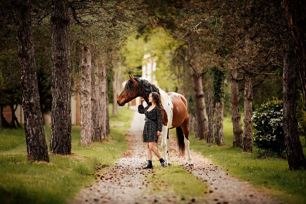 cheval pie et sa cavalière photo: Faustine Gauchet